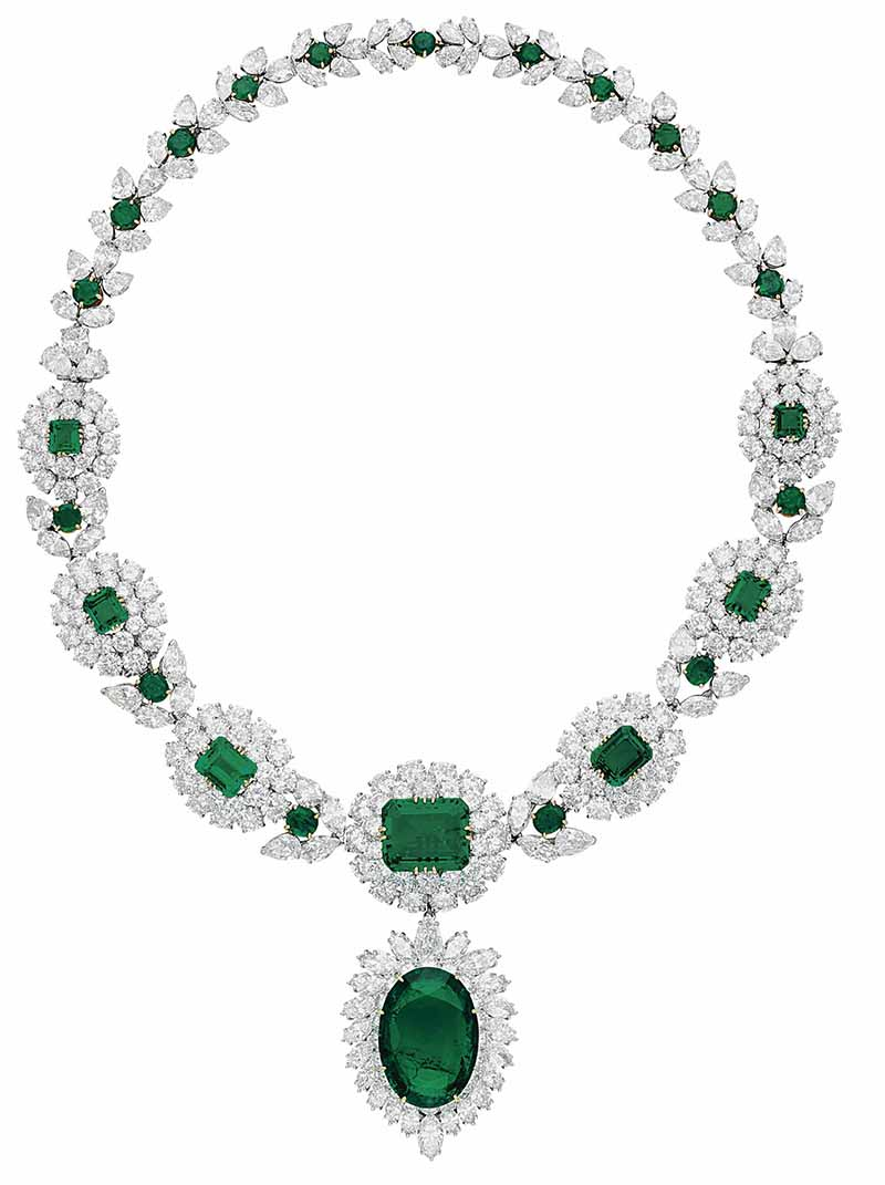 LOT 57 - AN IMPRESSIVE EMERALD AND DIAMOND NECKLACE, BY VAN CLEEF & ARPELS