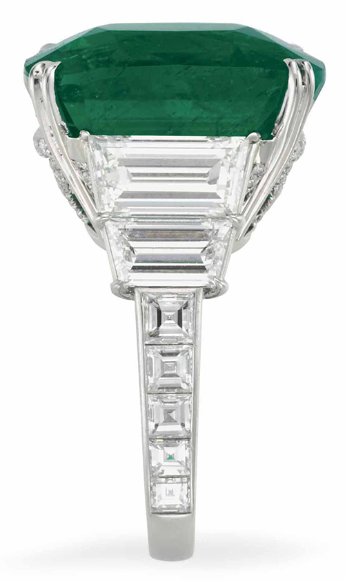 LOT 204 - SIDE VIEW OF THE EMERALD AND DIAMOND RING