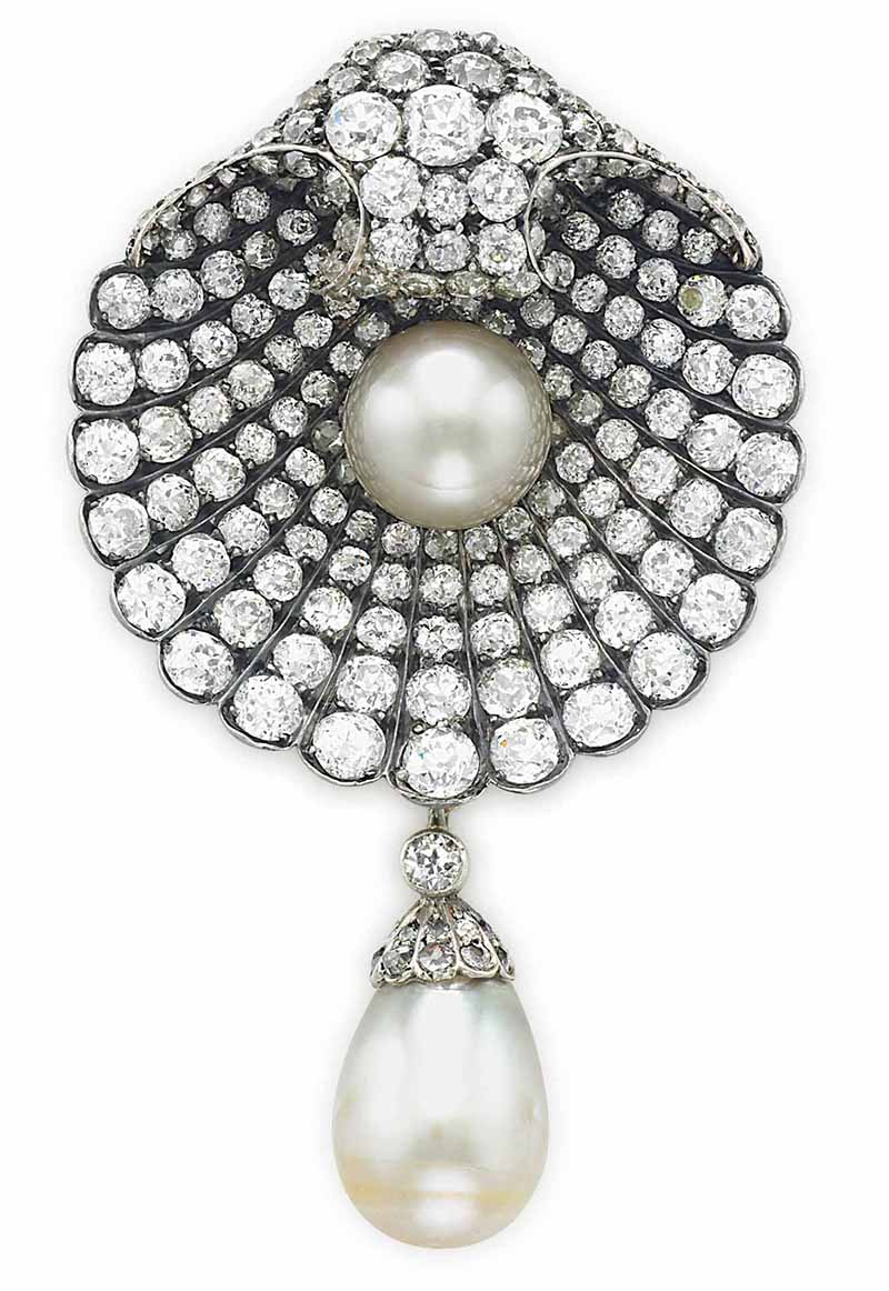 LOT 50 - AN ANTIQUE PEARL AND DIAMOND BROOCH