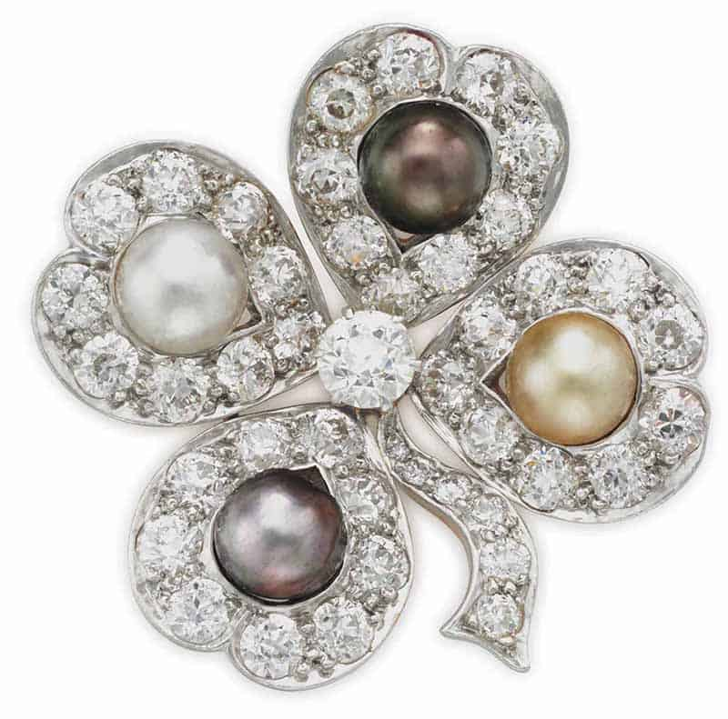 LOT 93 - AN ANTIQUE NATURAL PEARL AND DIAMOND BROOCH