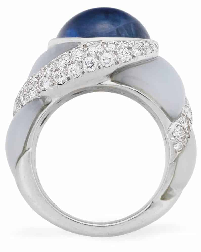 LOT 121 - A SAPPHIRE, CHALCEDONY AND DIAMOND RING, BY VAN CLEEF & ARPELS