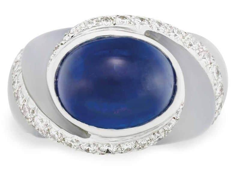 LOT 121 - TOP-VIEW OF SAPPHIRE, CHALCEDONY AND DIAMOND RING, BY VAN CLEEF & ARPELS