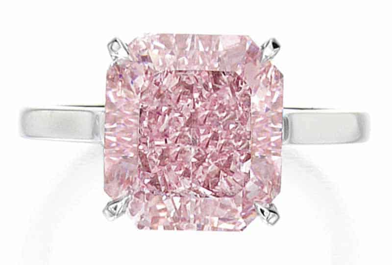 LOT 107 - AN IMPORTANT FANCY INTENSE PINK DIAMOND RING