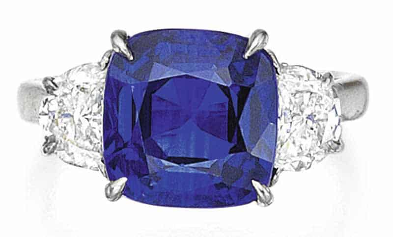 LOT 105 - SAPPHIRE AND DIAMOND RING