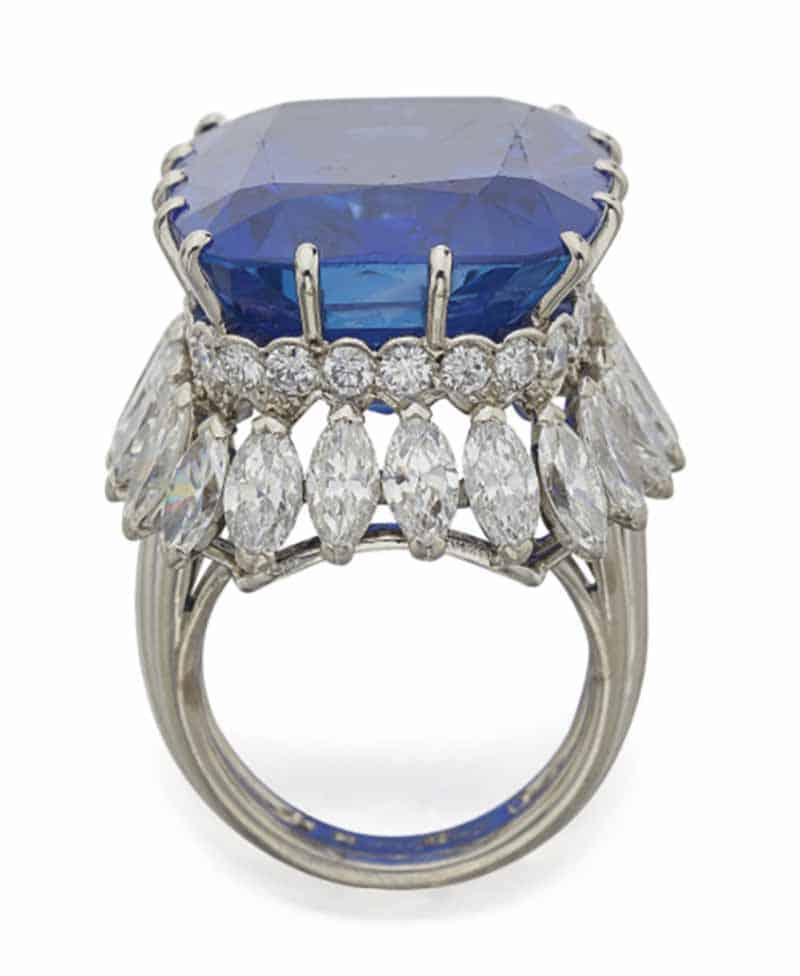 LOT 613 - SIDE VIEW OF SAPPHIRE AND DIAMOND RING, CARTIER, PARIS