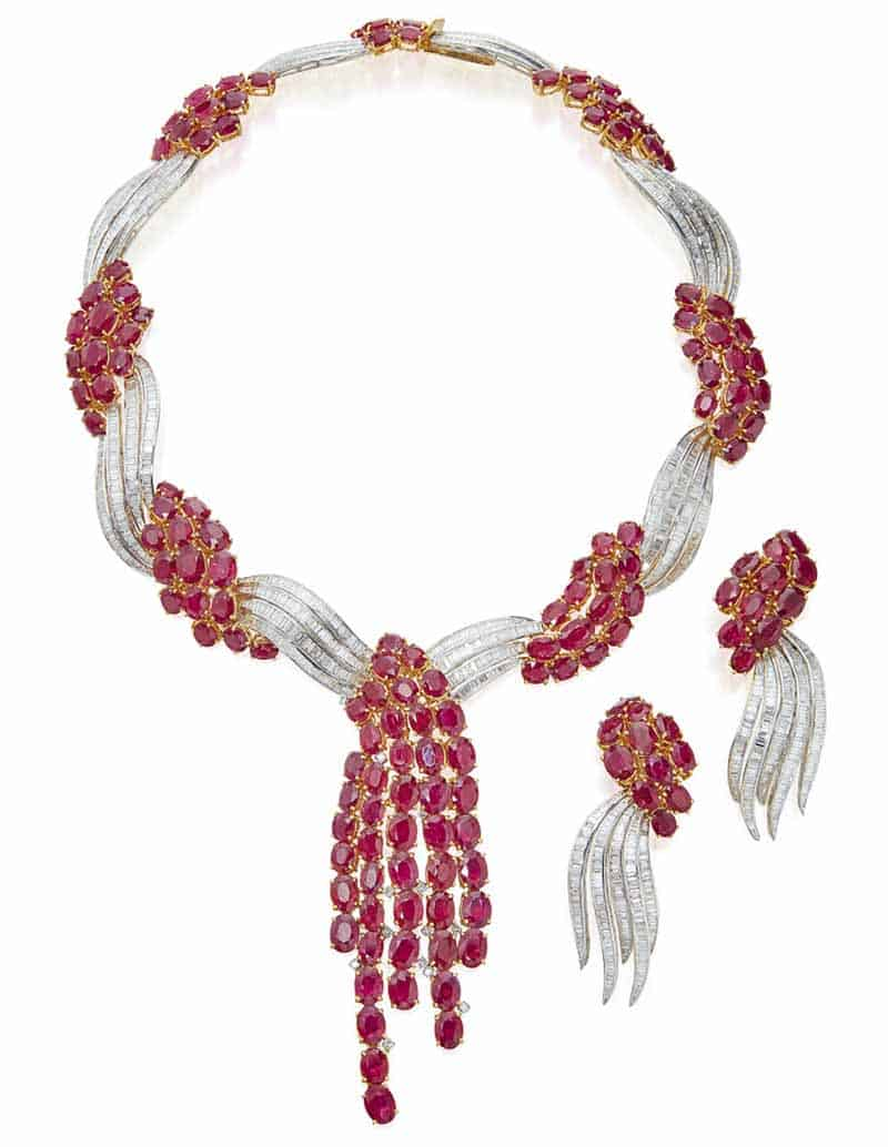 LOT 610 - RUBY AND DIAMOND NECKLACE AND PAIR OF EARCLIPS