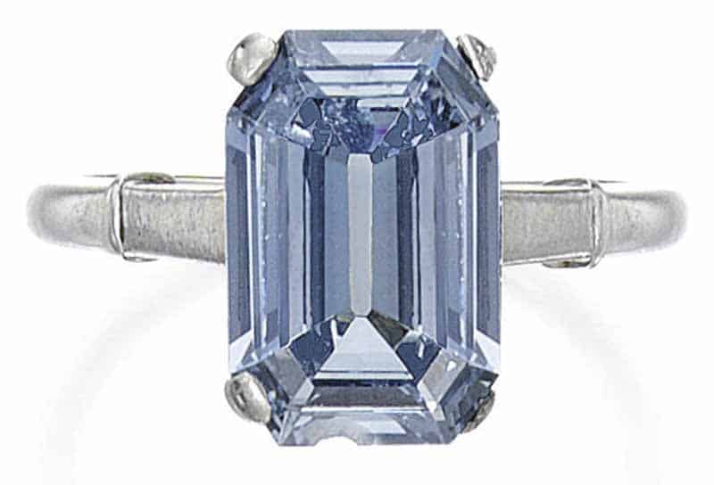 LOT 138 - A RARE FANCY INTENSE BLUE DIAMOND RING