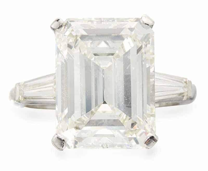 LOT 752 - DIAMOND RING