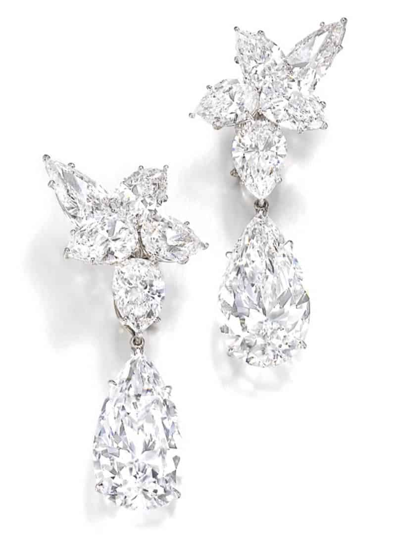 LOT 366 - PAIR OF IMPORTANT DIAMOND PENDENT EARRINGS, HARRY WINSTON