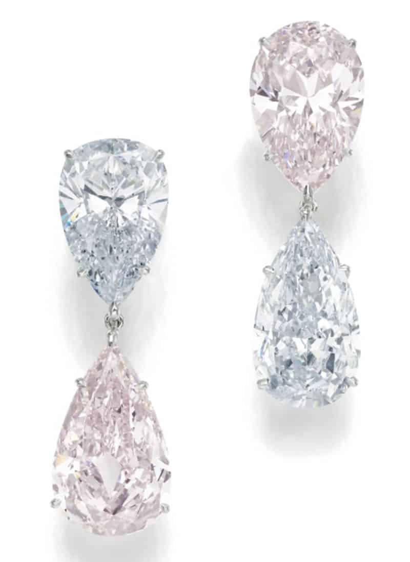 LOT 362 - PAIR OF IMPORTANT FANCY LIGHT BLUE AND FANCY LIGHT PINK DIAMOND PENDENT EAR-CLIPS