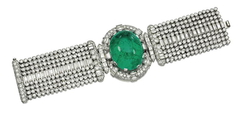LOT 320 - IMPRESSIVE EMERALD AND DIAMOND BRACELET, 1930S