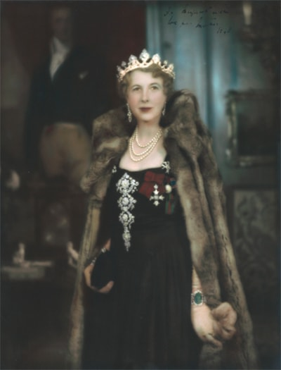 Edith, Marchioness of Londonderry at The State Opening of Parliament 1948, wearing the emerald and diamond bracelet.