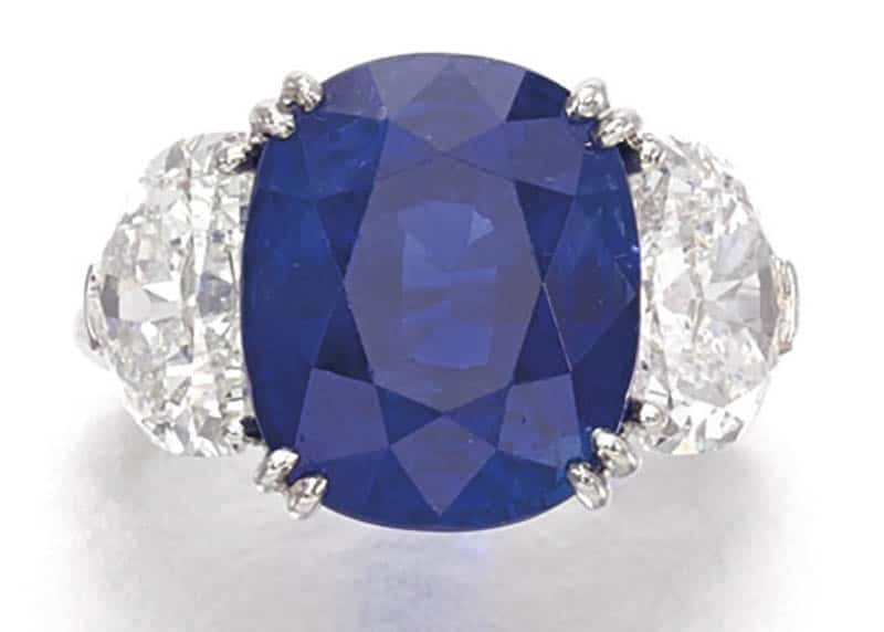 LOT 359 - FINE SAPPHIRE AND DIAMOND RING