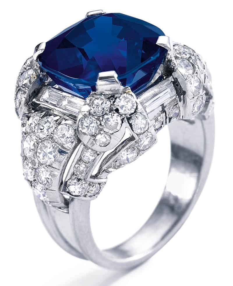 LOT 365 - SIDE VIEW OF SUPERB SAPPHIRE AND DIAMOND RING, 1930S