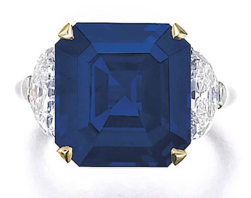 LOT 351 - FINE SAPPHIRE AND DIAMOND RING, TOP VIEW