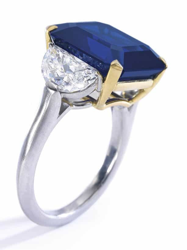 LOT 351 - FINE SAPPHIRE AND DIAMOND RING, SIDE VIEW