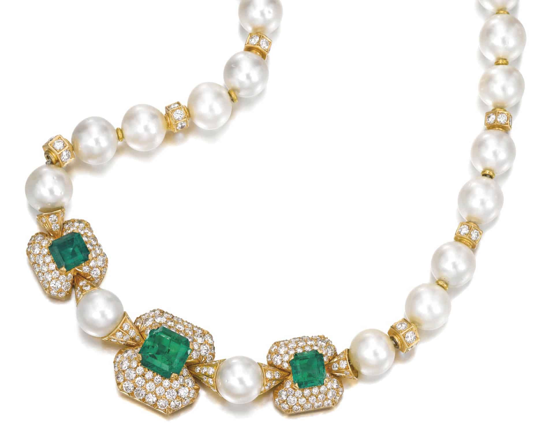 LOT 180 - EMERALD, CULTURED PEARL AND DIAMOND NECKLACE