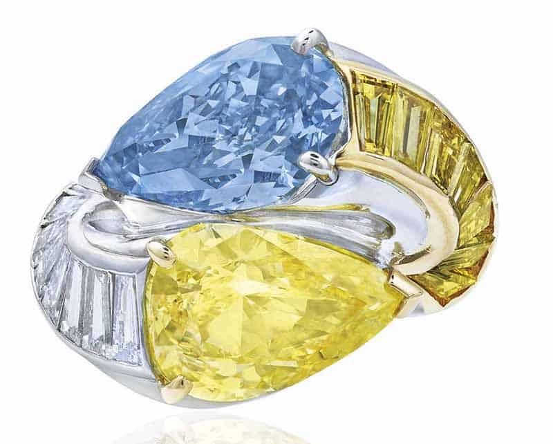 LOT 418 - RARE COLOURED DIAMOND AND DIAMOND 'TOI ET MOI' RING, CARTIER