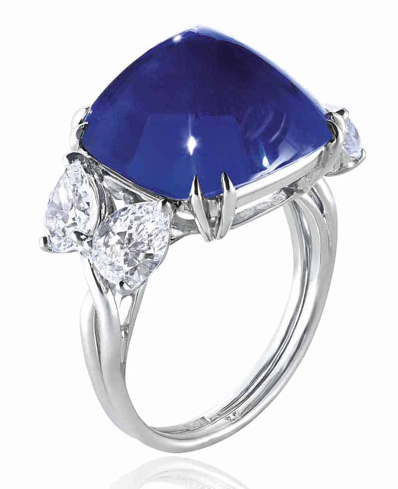 LOT 351 - SUPERB SAPPHIRE AND DIAMOND RING