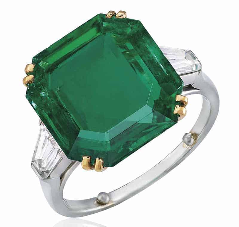 LOT 407 - EMERALD AND DIAMOND RING