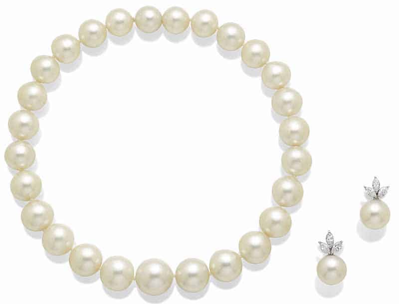 LOT 58 – CULTURED PEARL AND DIAMOND DEMI-PARURE