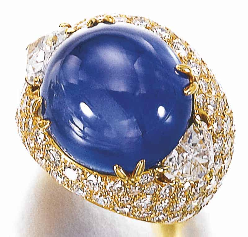 LOT 767 - SAPPHIRE AND DIAMOND RING