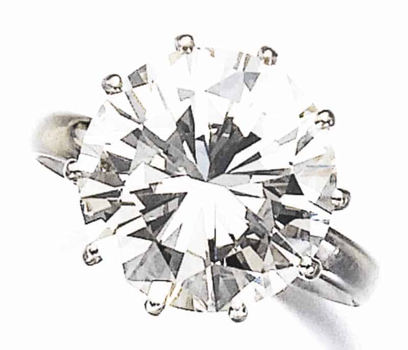 LOT 807 - DIAMOND RING