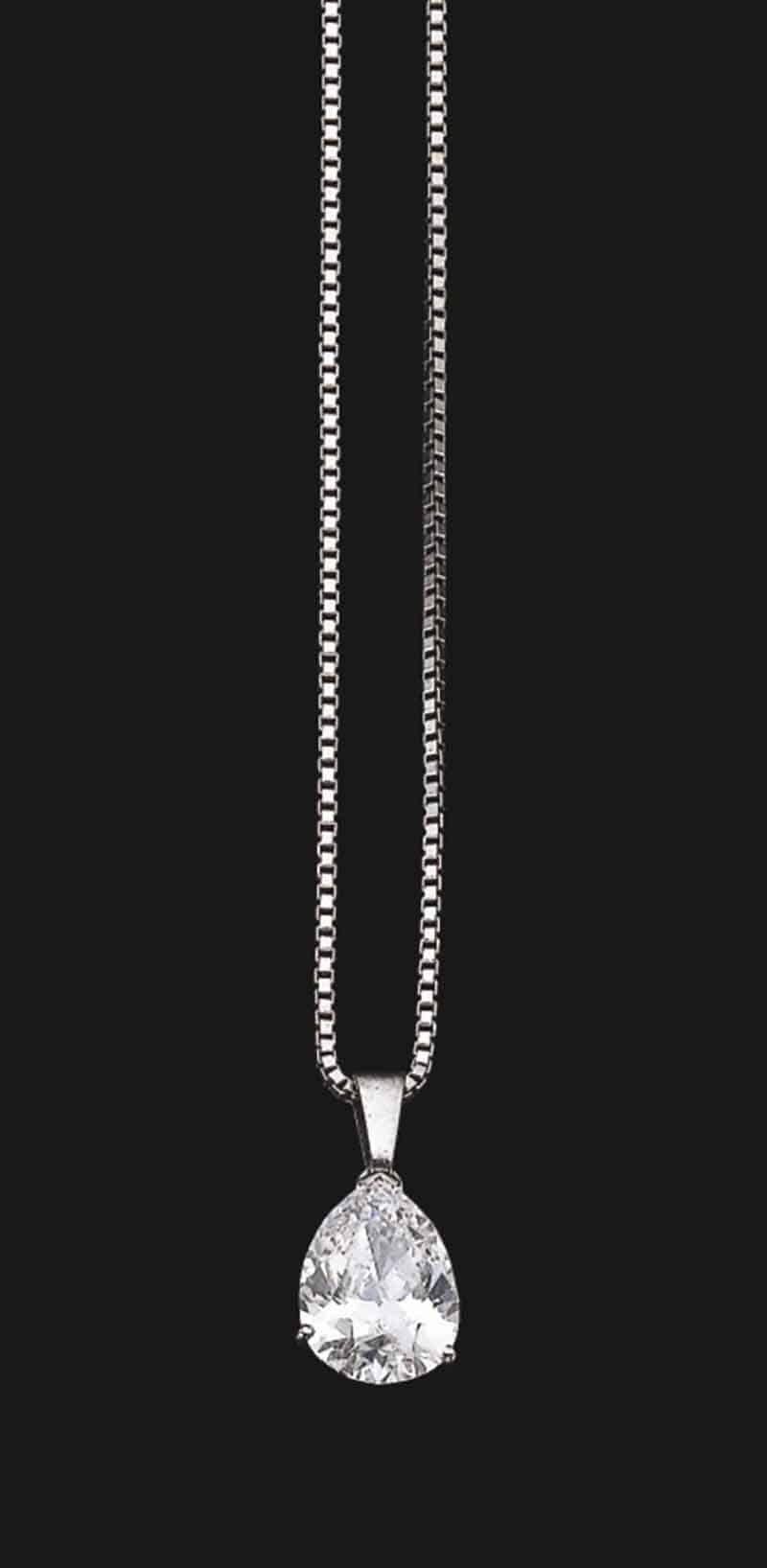 LOT 811 - DIAMOND PENDANT