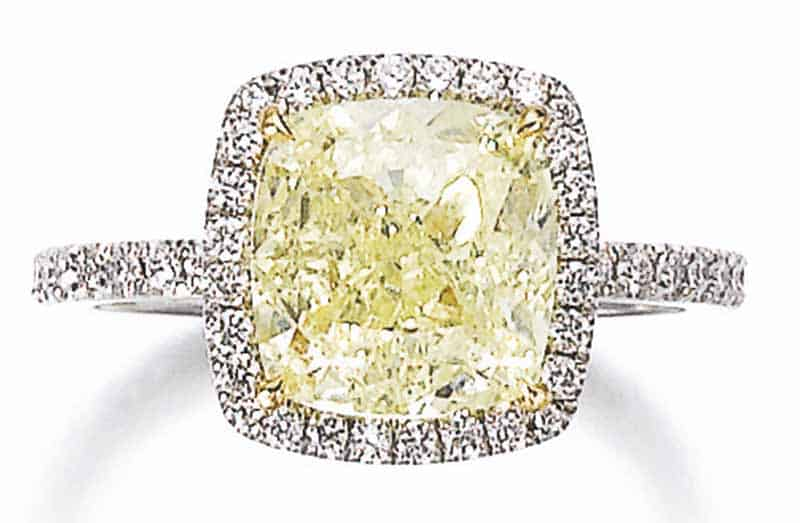 LOT 764 - FANCY LIGHT YELLOW DIAMOND RING, ALLURION
