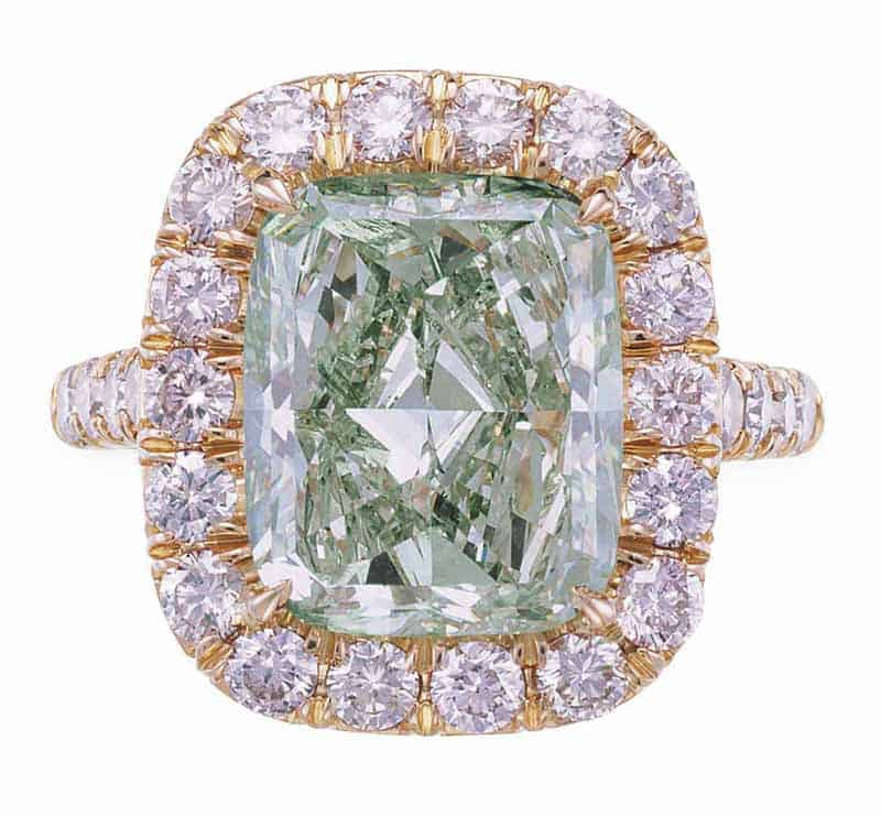 LOT 54 - A RARE COLORED DIAMOND RING