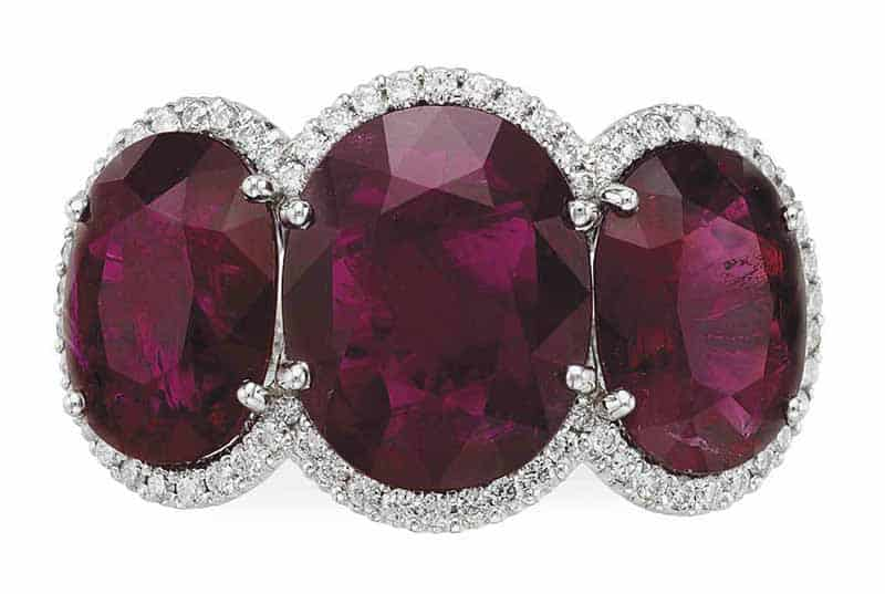 LOT 114 - A THREE-STONE RUBY AND DIAMOND