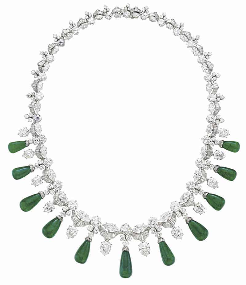 LOT 146 - A DIAMOND AND EMERALD NECKLACE