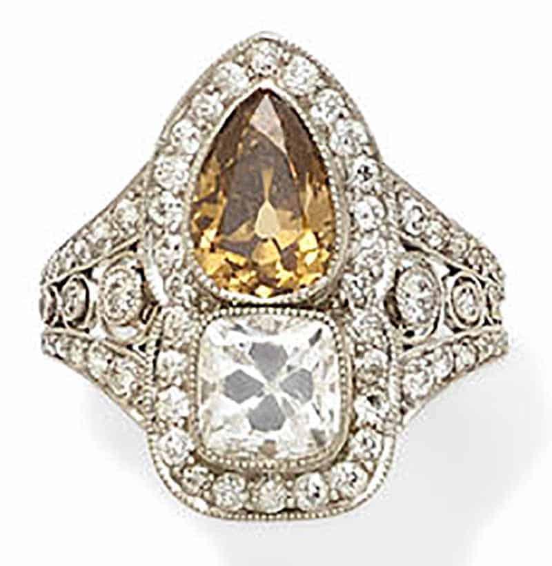 LOT 320 - AN ART DECO COLORED DIAMOND, DIAMOND AND PLATINUM RING, circa 1915