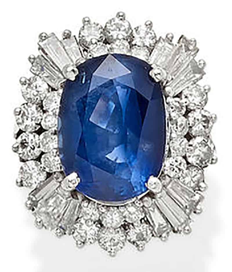 LOT 288 - A SAPPHIRE, DIAMOND AND PLATINUM RING