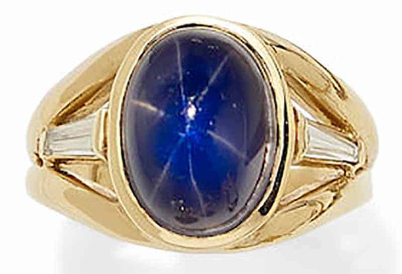 LOT 376 - A STAR SAPPHIRE, DIAMOND AND 18K GOLD RING