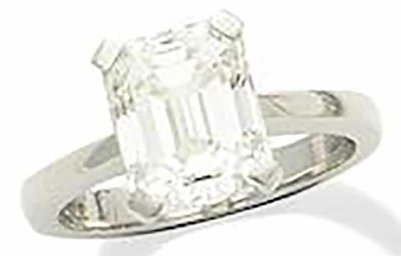 LOT 304 - A DIAMOND SINGLE-STONE RING