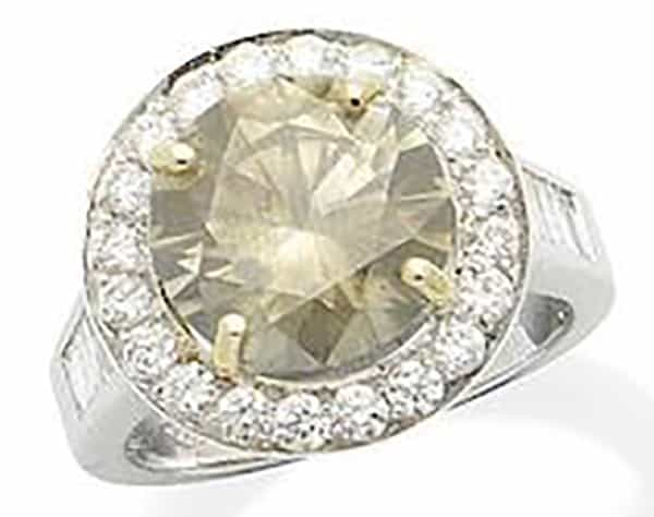 LOT 176 - A FANCY COLOURED DIAMOND AND DIAMOND CLUSTER RING