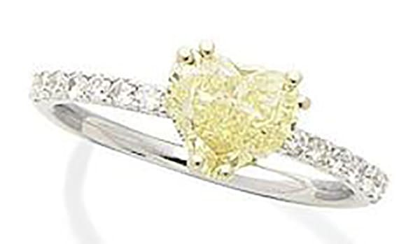 LOT 179 - A FANCY COLOURED DIAMOND AND DIAMOND RING