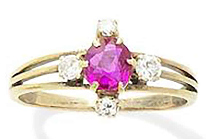 LOT 258 - A RUBY AND DIAMOND RING