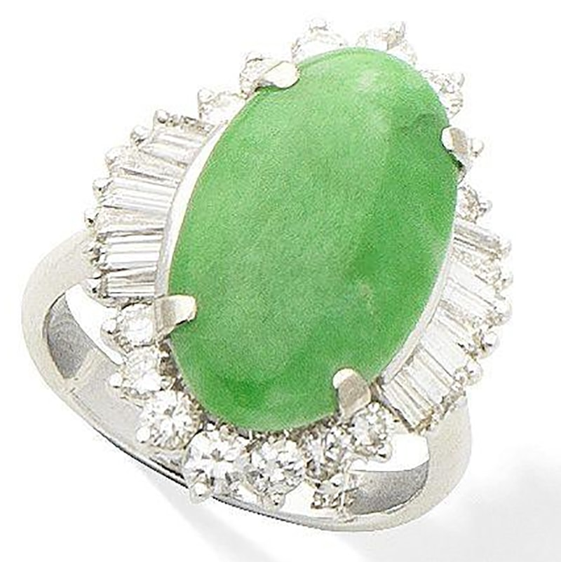 LOT 289 - A JADE AND DIAMOND CLUSTER RING