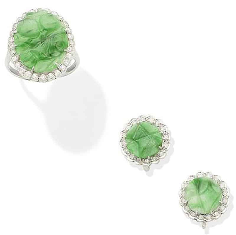 Lot 266 - A JADE AND DIAMOND CLUSTER RING AND EARRING SUITE
