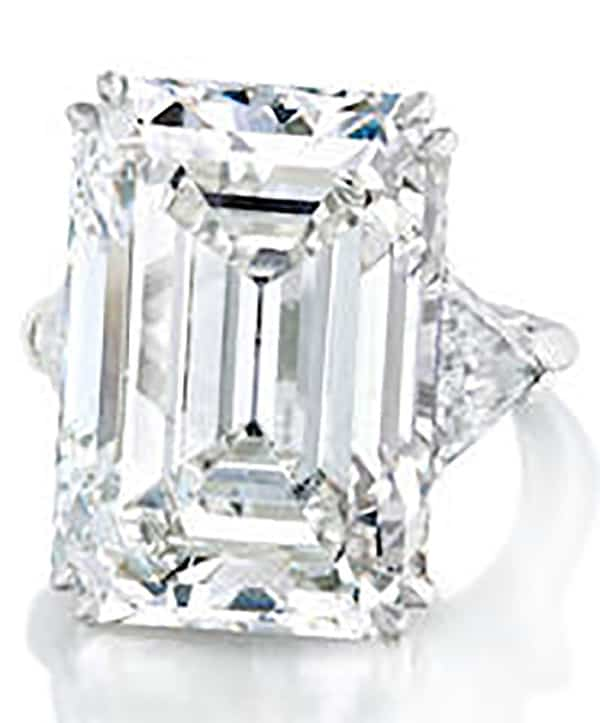 LOT 110 - A DIAMOND RING BY HARRY WINSTON, 1985