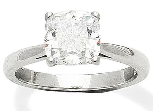 LOT 427 - A DIAMOND SINGLE-STONE RING
