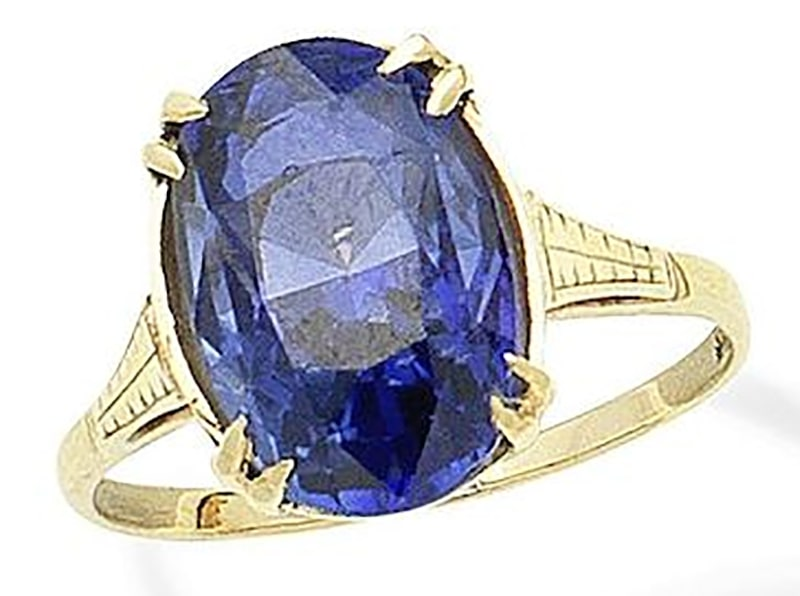 LOT 337 - A SAPPHIRE RING
