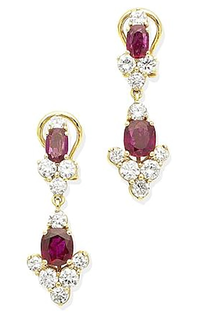 LOT 306 - A PAIR OF RUBY AND DIAMOND PENDENT EARRINGS