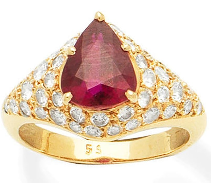 LOT 418 - A RUBY AND DIAMOND DRESS RING