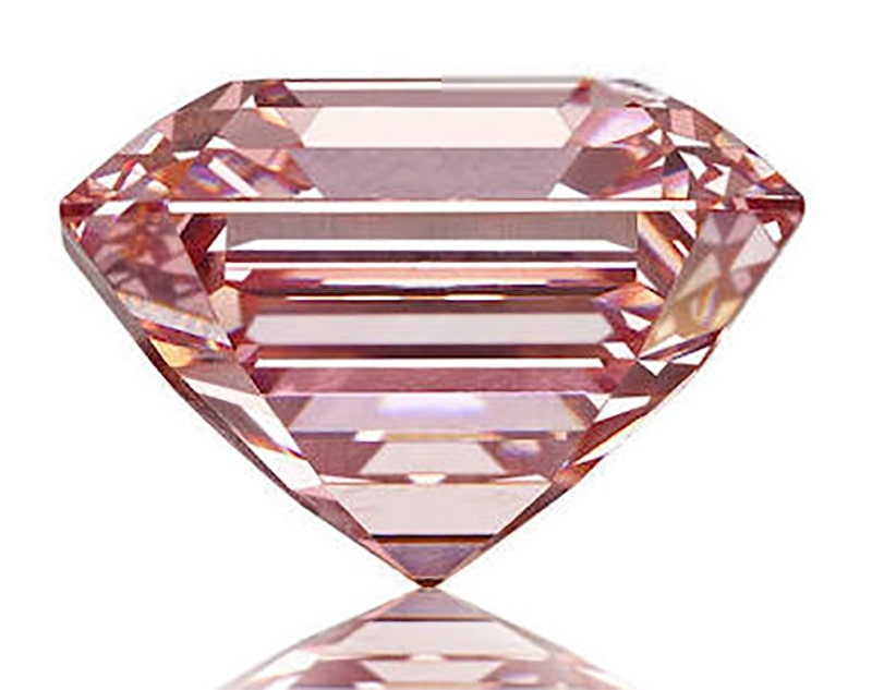 LOT 139 - SIDE VIEW OF THE FANCY PINK DIAMOND