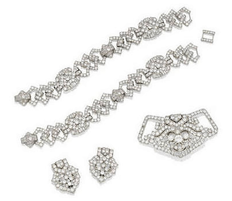 LOT 54 - VISCOUNTESS CHURCHILL TIARA CONVERTED TO A PAIR OF BRACELETS, A BROOCH AND A PAIR OF EARCLIPS