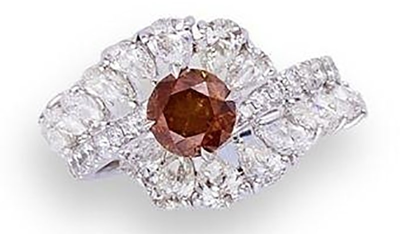 LOT 566 - A FANCY COLOURED DIAMOND AND DIAMOND RING
