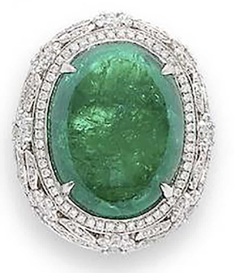 LOT 590 - AN EMERALD AND DIAMOND RING